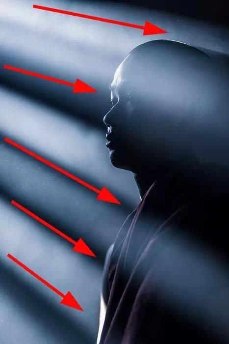 把光线玩成视觉引导线 是一种怎样的体验?